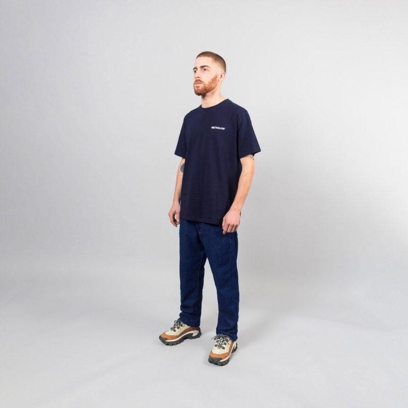 metralha-worldwide-e-commerce-photo-navy-blue-t-shirt-store-side-view
