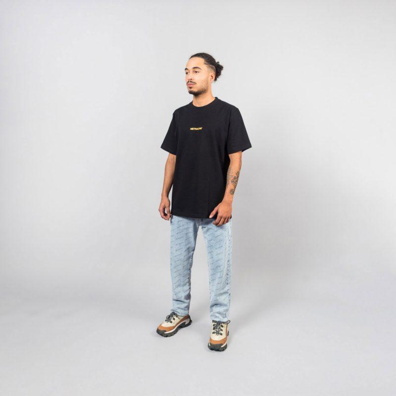 metralha-worldwide-look-t-shirt-black-jeans-e-commerce-online-store-front-view